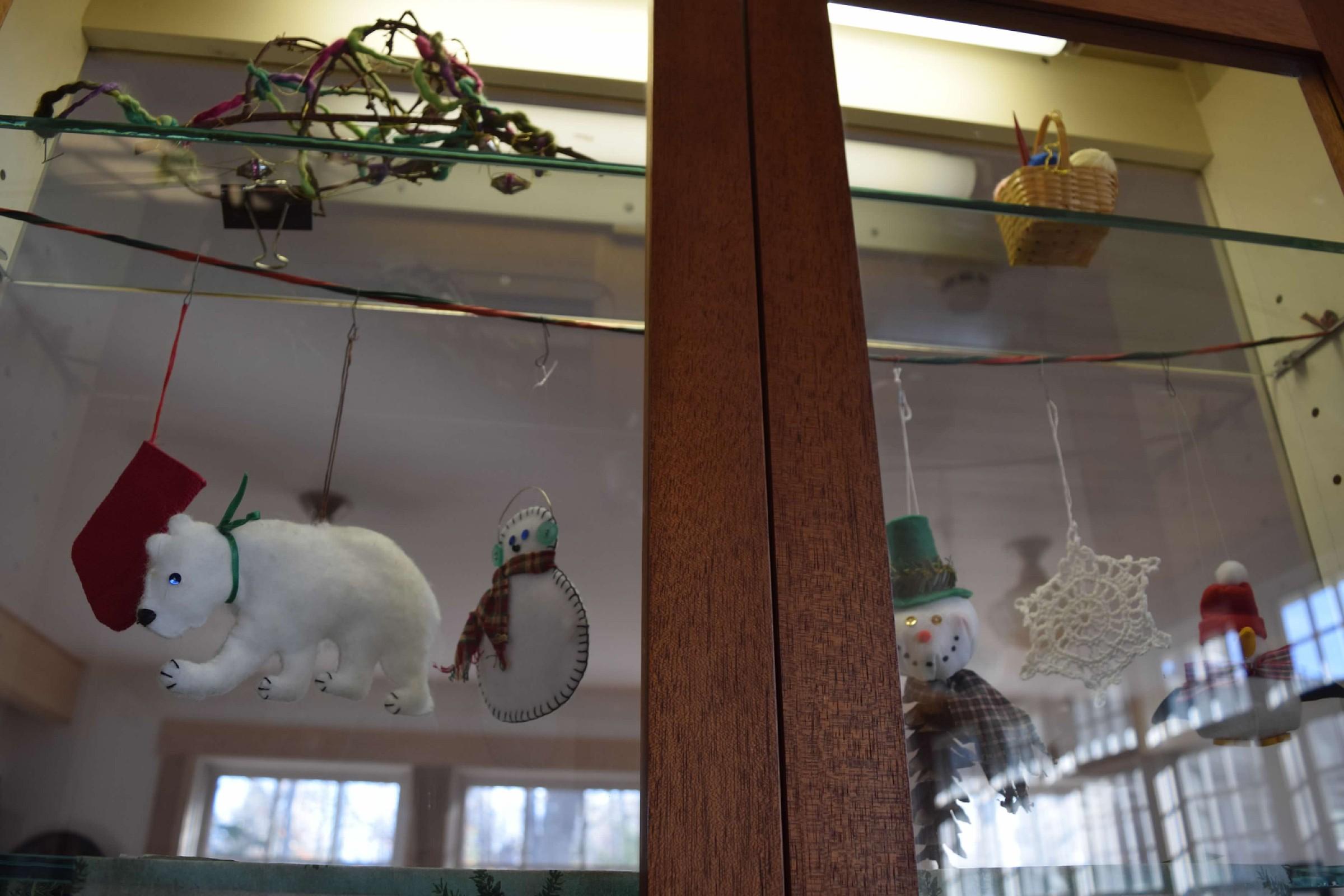 christmas-ornament-exhibit-2