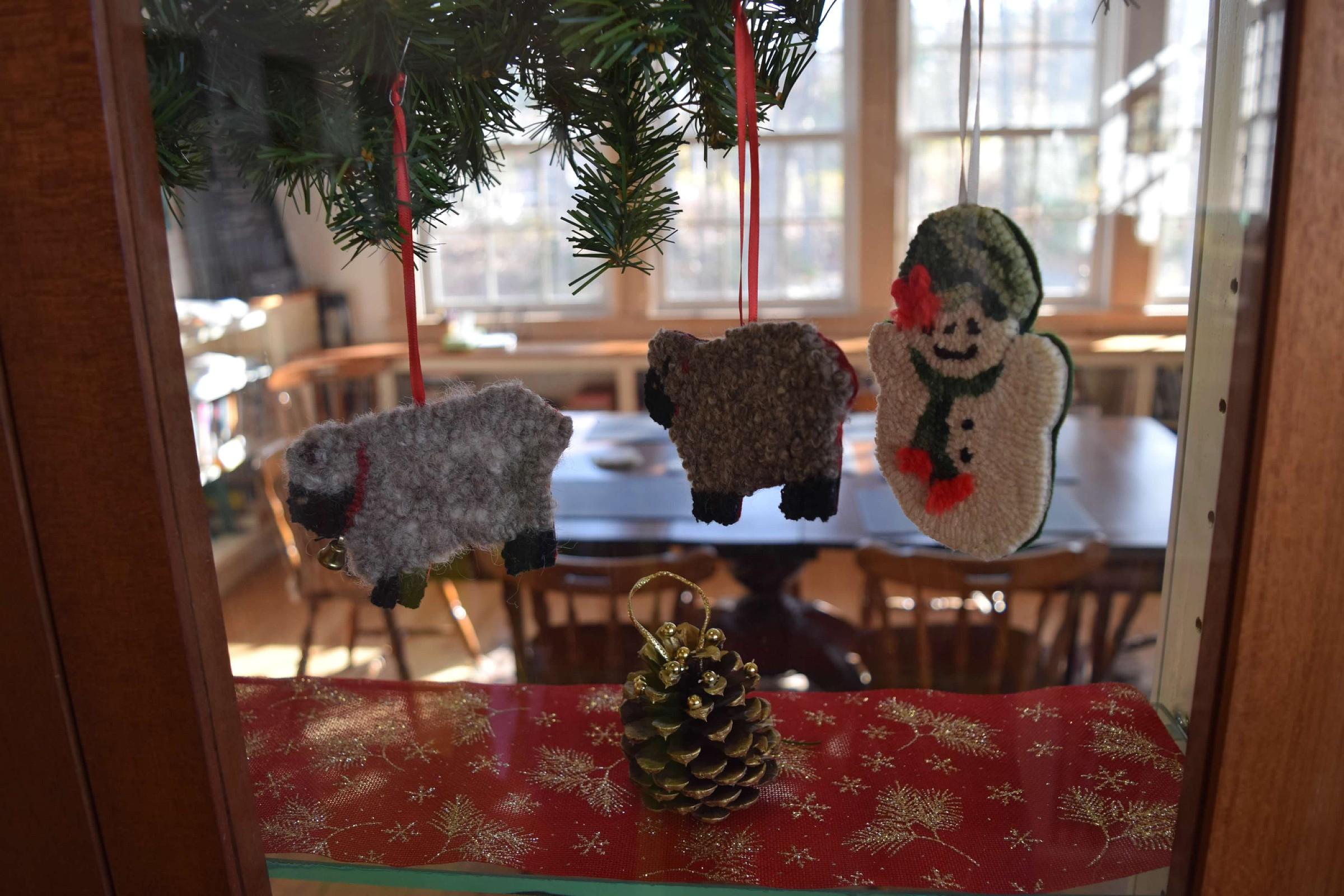 christmas-ornament-exhibit